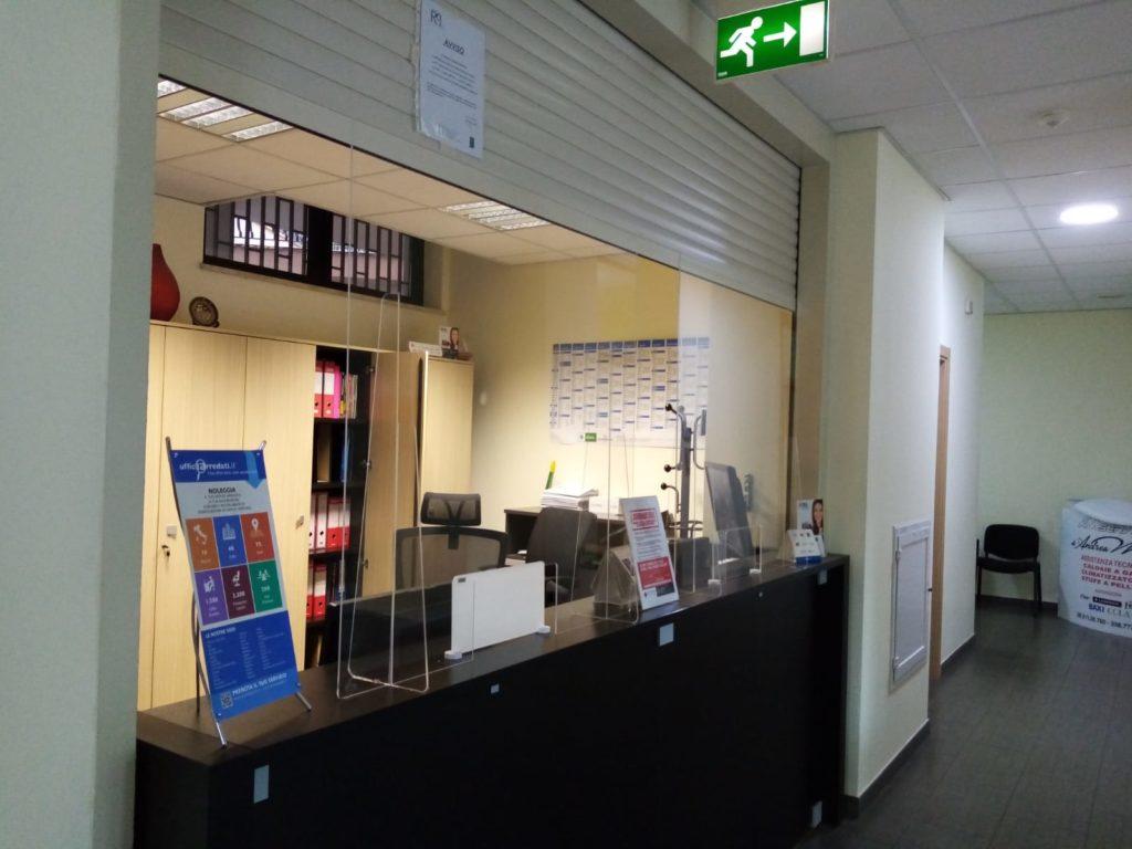 Plexiglass di protezione reception